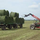 pótkocsira teszik és irány a tanya